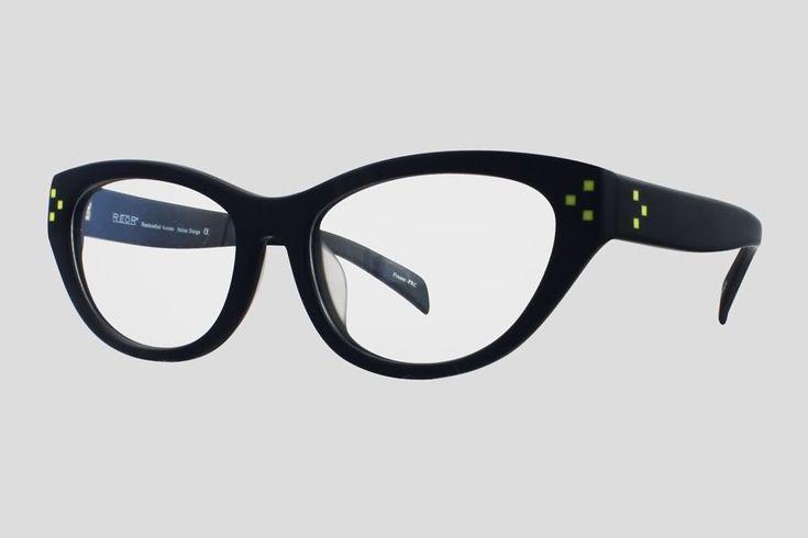 #Brillen van Reor. Dit is de Berenice (art. nr. F10.592FBK), complete bril vanaf € 39,90. #Montuur van zwart acetaat met geel detail. Verkrijgbaar met nog twee andere kleurdetails.