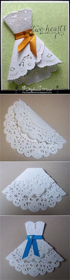 Cartão com o vestido de guardanapos de papel a céu aberto