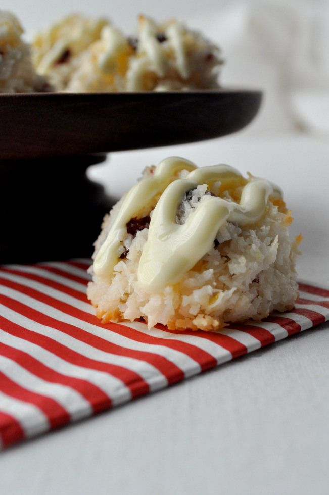 Cranberry White Chocolate Macaroons |www.flavourandsavour.com #coconut #macaroons #whitechocolate .