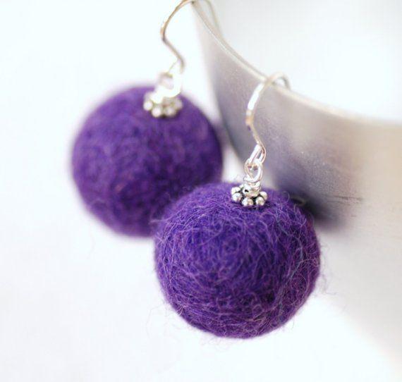 Purple bolas fieltro pendientes Lana Merino por WildWomanJewelry, $23.00