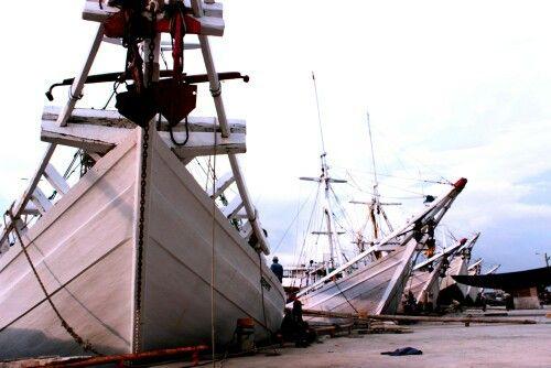 Pelabuhan pinisi Makassar