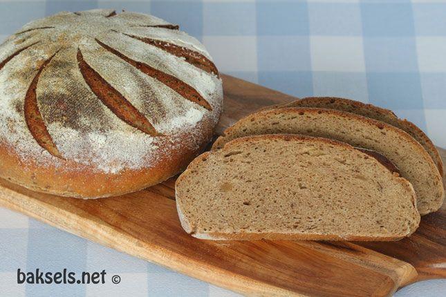 Desembrood met karwij en gember #bakken #brood #desem #recept http://www.baksels.net/site/desembrood-met-karwij-en-gember/