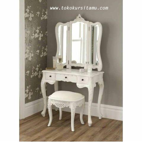 Meja Rias Minimalis Sayap Kupu-Kupu MRS-007 ini kami buat dengan kayu mahoni berkualitas dari perhutani dengan pewarnaan cat duco putih.