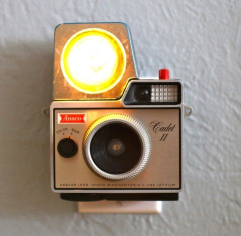 vintage camera night light: Old Camera, Vintage Camera, Night Lights, Vintage Wardrobe, Camera Turning, Cameranightlight, Cool Ideas, Retro Camera, Camera Nightlight