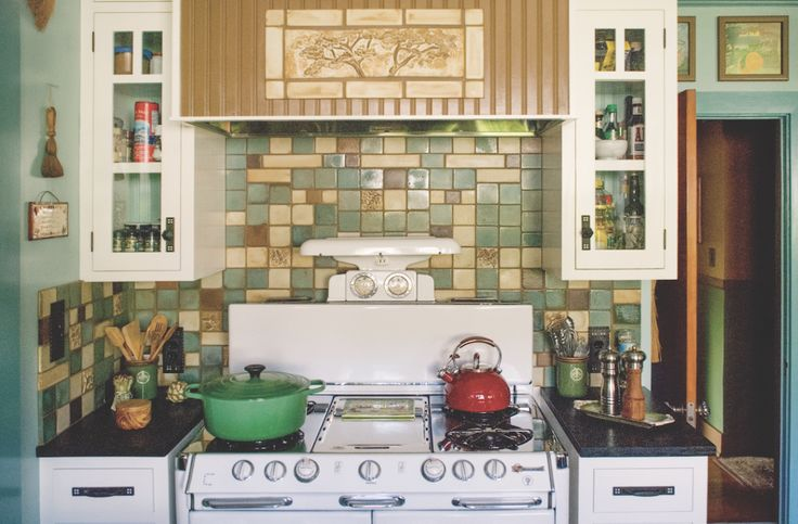 Best 25 english cottage kitchens ideas on pinterest cottage kitchen interior english kitchen for English cottage kitchen designs