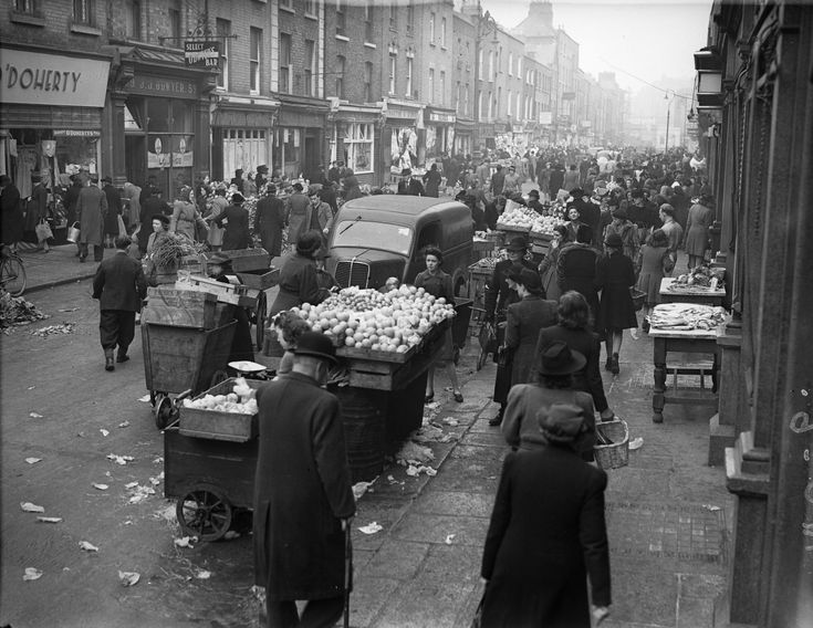 Amazing Black and White Photo of Moore Street in Dublin 1946 #rebellion16