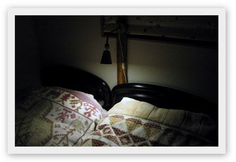 簡単すぎる!?寝室ベットのスポットライト by IKEA(イケア)