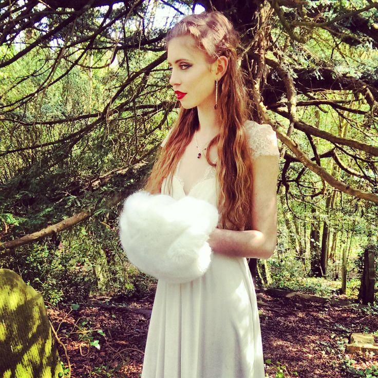 Winter bride hand muffler by Blanche in the Brambles. Dress Laure de Sagazan Ruiz
