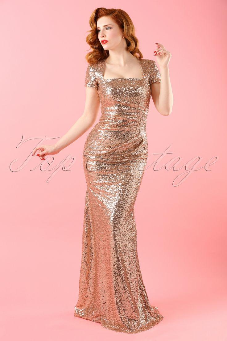 Du wirst der strahlende Mittelpunkt sein in diesem 30s Jana Sequins Maxi Dress, so wei einst Marilyn Monroe es war!Lege den roten Teppich aus denn dieses Kleid ist glamourös und umwerfend schön! Dieses goldfarbene Paillettenkleid ist versehen mit einer wundervollen, eckigen Halslinie und einem eleganten, ab den Hüften leicht ausgestellten, Rock. Die schmeichelnden Raffungen an der Seite verhüllen eventuelle Pölsterchen auf geschickte Weise. Hergestellt aus eine...