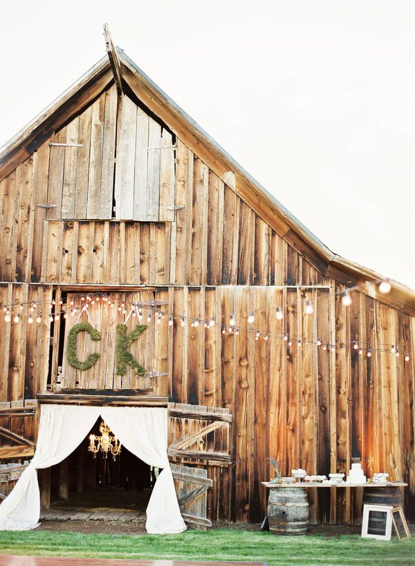 I love barn weddings!  There is something great about adding elegance to something so rustic.