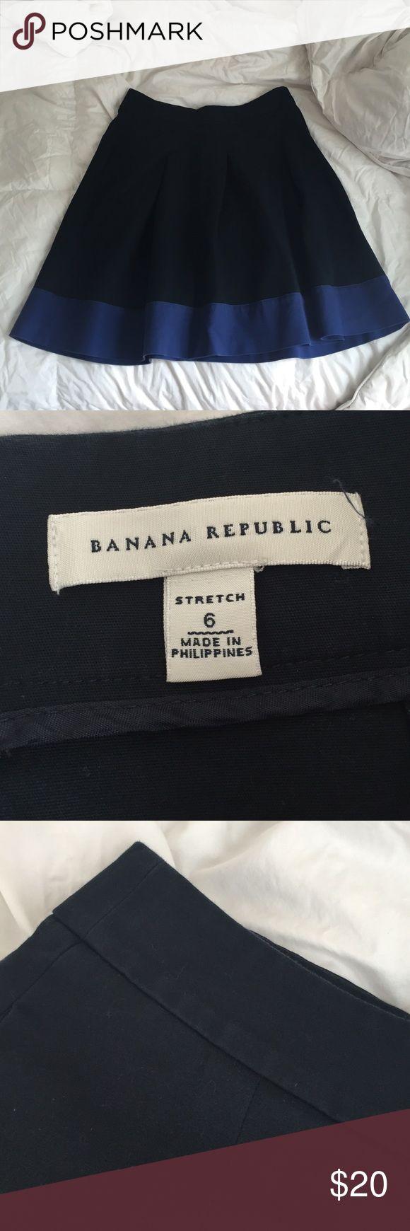 "Banana Republic skirt Banana Republic skirt. Size 6, 20"" long. Zip, and hook closure in back. Cotton/spandex. Slight fading at waistline, but not obvious. Banana Republic Skirts"
