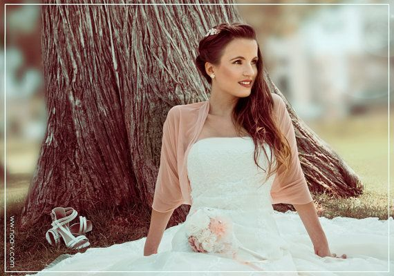 Blush bridal shawl with 4 wearing options- shawl , shrug , crisscross and scarf . the perfect bridal cover up (CF152) on Etsy, € 26,45