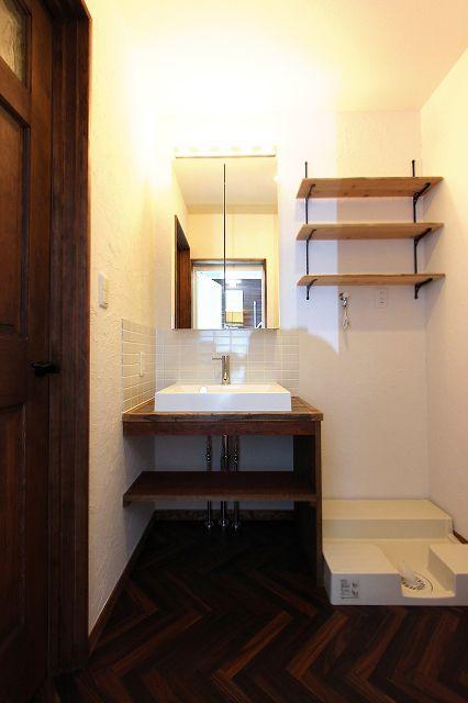 造作洗面台リフォーム - 珪藻土とホワイトタイルのおしゃれな洗面室2