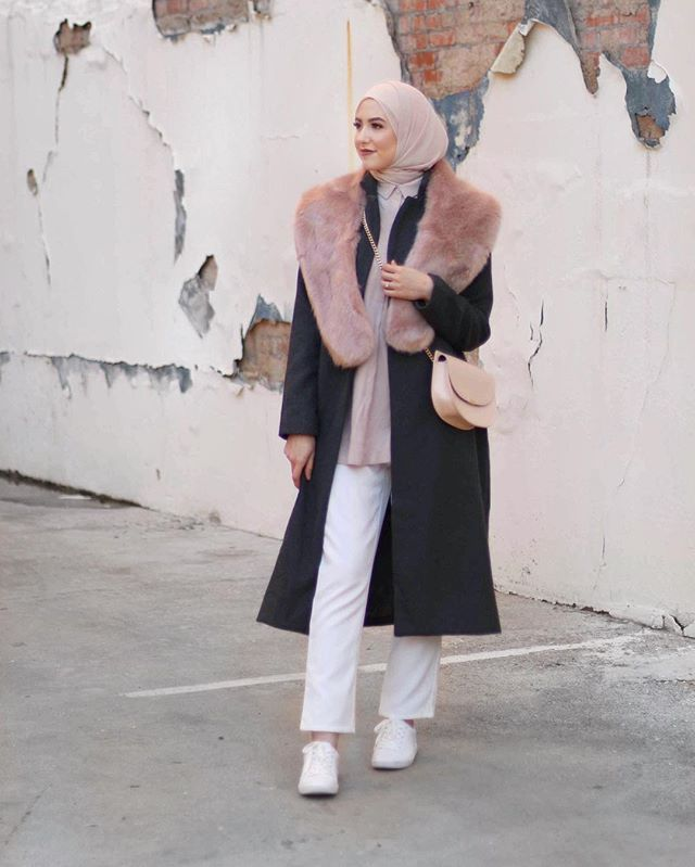 This look is up on my blog with @inayahc ✨i love wearing a faux fur stole with my coat, it makes me feel so fabulous lol! #inayahootd