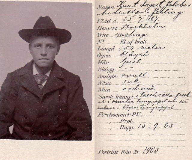 """Mugshot z Knuta Augusta Andersson Jerling, 1903, Szwecja. Został aresztowany i skazany za oszustwa w wieku 16 lat. Mówi, że ma jasne włosy, niebieskie szare oczy, owalną twarz, prosty nos i zwykłe usta. Na ręce miał tatuaż zakotwiczony. W zawodzie mówi się """"młodzież""""."""