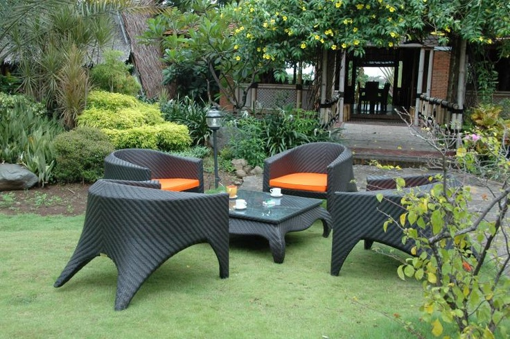 This dark wicker patio furniture set is a fresh take on the traditional  patio setting. - 15 Best Wicker Furniture Images On Pinterest Wicker Furniture