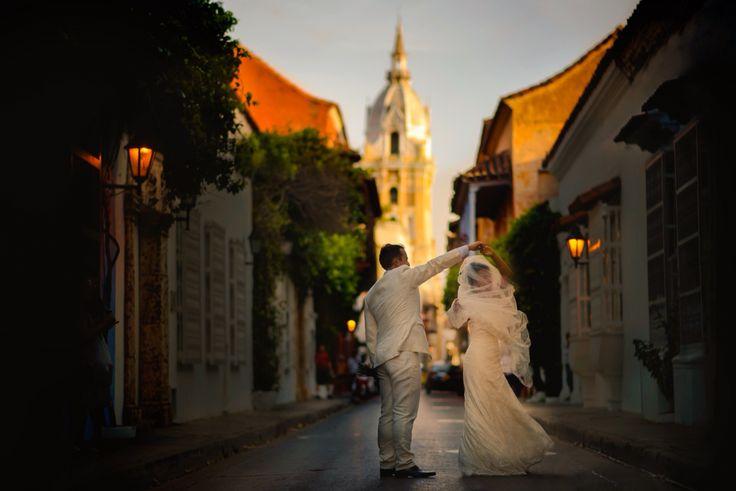 Wedding day photoshoot in Cartagena de Indias - Colombia #weddingdrees #weddingdance #weddingphoto #weddingphotographer #weddinginspiration