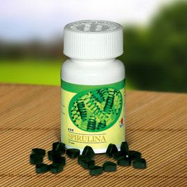 Спирулина са вид синьо-зелено водорасли, изпълнени с живителни хранителни вещества като протеин, бета-каротин, хлорофил, антиоксиданти, минерали и други важни съставки, от които се нуждае тялото ни. Също е известна като една от най-добрите алкални храни, спомагаща за промяна от слаба алкална среда в тялото ни към по-здравословна такава. Съдържание на кутията 120 таблетки х 250 мг Компоненти Консумация: 6 таблетки на ден Компоненти: Спирулина platensis 97.7 % 244.25 мг 1465.50 мг Талк 1.0 %…