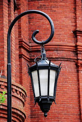 Street lamp at Wellesley College by Wilson Lu, via Flickr