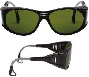 Ochelari de protectie pentru sudura, cu lentile din policarbonat, ce elimina razele UV si reduc nivelul razelor IR.