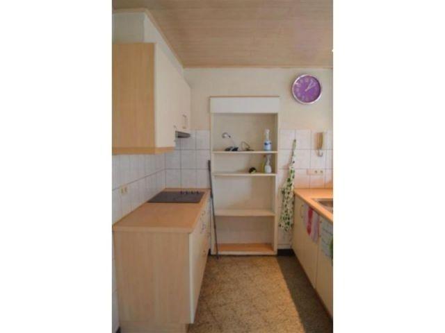 Appartement te huur in Ieper - 1 slaapkamers - 475 € - Logic-immo.be - Centraal gelegen appartement op het gelijkvloers met 1 slaapkamer. Geen huisdieren toegelaten.   Bestaat uit: GELIJKVLOERS: woonkamer (23 m²) met open ingerichte keuken (4,5 m²) kookplaat, dampkap, sp...