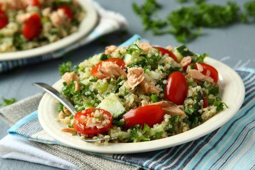 Quinoasalade met tonijn en avocado: http://www.gezondheidsnet.nl/wat-eten-we-vandaag/quinoasalade-met-tonijn-en-avocado #recept #gezondeten #watetenwevandaag