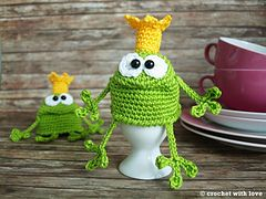 Love him! Ravelry: frog egg cozy, Eierwärmer Froschkönig pattern by crochet with…