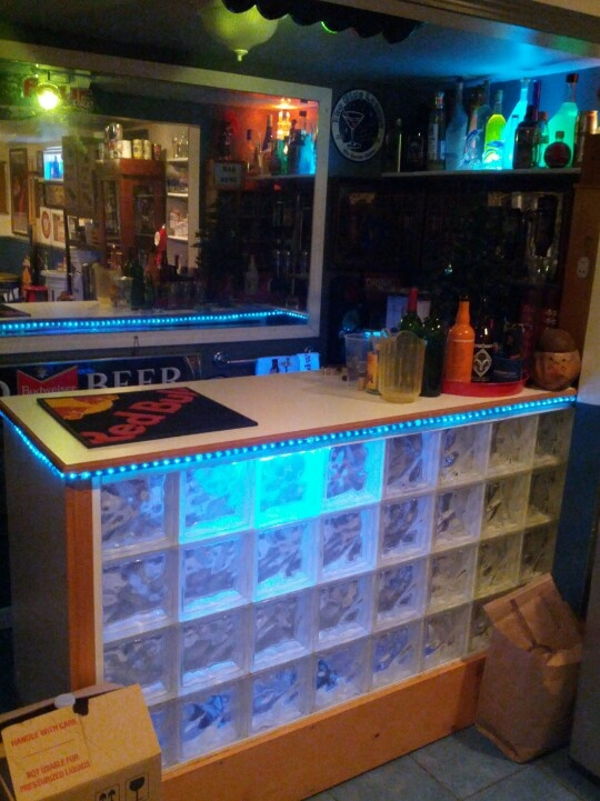 Lit glass block bar j b craft builds pinterest for Modelos de barras de bar