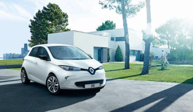 El Renault ZOE es un urbano eléctrico de 4,08 metros de longitud y con carrocería de cinco puertas. Se trata del primer eléctrico con una autonomía superior a los 200 Kms. Se comercializará en otoño de 2012 a un precio de 14.700 euros, mas un alquiler mensual por las baterías.