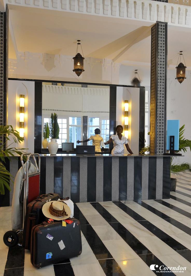 Dit nieuwe hotel heeft een uitstraling van een Afrikaans paleis. De samensmelting van de Moorse stijl uit het verleden met de hedendaagse moderne stijl, maken dit boutique hotel bijzonder. U verblijft hier in een oase van rust, luxe en door alle comfort komt u niets te kort!