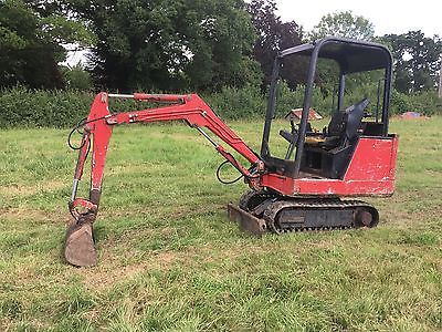 BOBCAT 320 1.5 TON MINI DIGGER EXCAVATOR WITH TWO BUCKETS DIGGER