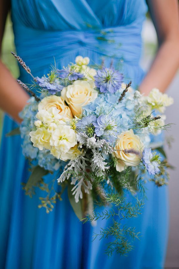 Blue in hand Pure and fresh quietly elegant
