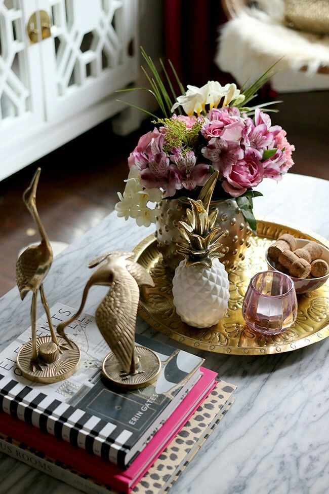 How to:coffee table vignette