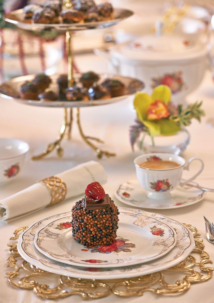 Dinnerware with perfect underplate Sultan