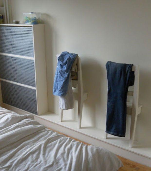Ikea Hackers : Deux chaises coupées de manière ingénieuse pour la création de ce portemanteau