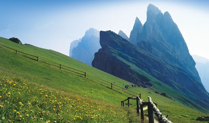 Trekking Paradise - From Seceda on the alta via delle ...