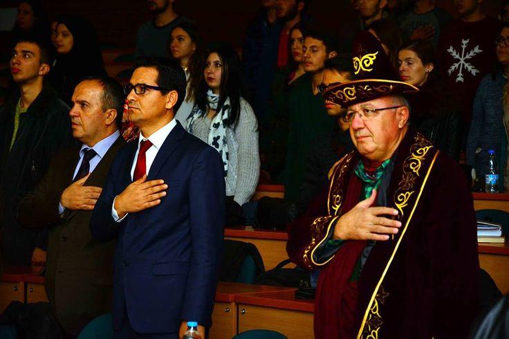 Kazakistan'ın bağımsızlığının 25. yıl dönümü, Muğla Sıtkı Koçman Üniversitesinde (MSKÜ) düzenlenen kültürel etkinliklerle kutlandı. MSKÜ Şehit Polis Yaşar Özlem Amfisinde Edebiyat Fakültesi Çağdaş Türk Lehçeleri Edebiyatları Bölümü Türk Dünyası Tiyatro Topluluğunca düzenlenen etkinlikte, Kazak kültürü tanıtıldı, yöresel oyunları sergilendi, şarkılar söylendi.