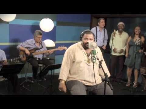 """Arlindo Cruz canta """"Alô Madureira"""" no Sambabook João Nogueira"""