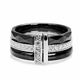 Pierścionek ceramiczny c srebrem i cyrkoniami  Srebro rodowane 0,925.  Szerokość obrączki ok. 8,67 mm.  Wymiary 10,98x4, mm.