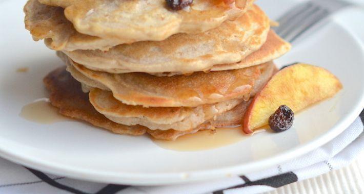 Havermout pannenkoeken met appel. Ik gebruik amandelmelk i.p.v. koeienmelk.