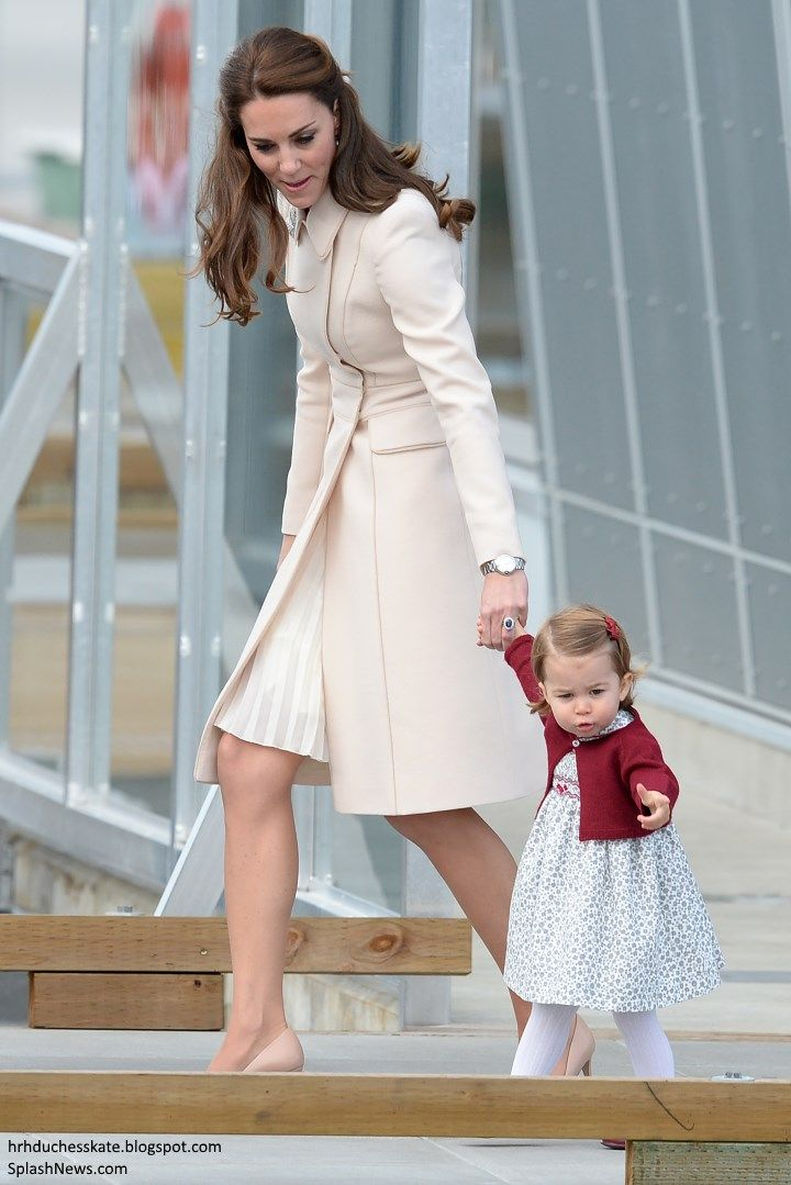 hrhduchesskate:  Canada Tour, Day 8, Departure from the Seaplane Terminal, Victoria, British Columbia, October 1, 2016-Duchess of Cambridge and Princess Charlotte