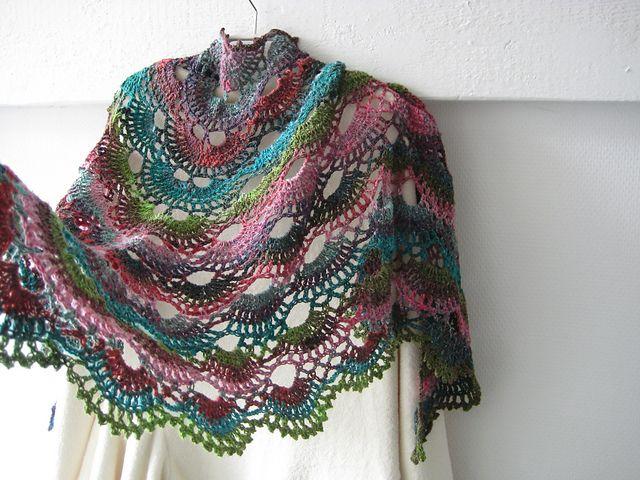 Free Crochet Shawl Patterns Australia : 17 Best images about Ch?le etole Poncho Snood au Crochet ...