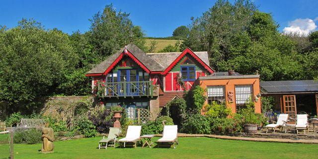 Fingals, Dittisham, England. http://bit.ly/20BZR4j  #charming #small #hotels #devon #charmingtravel #englishhotels #travel #trips #hotelstay #rooms #countryhotel #england #exploreengland