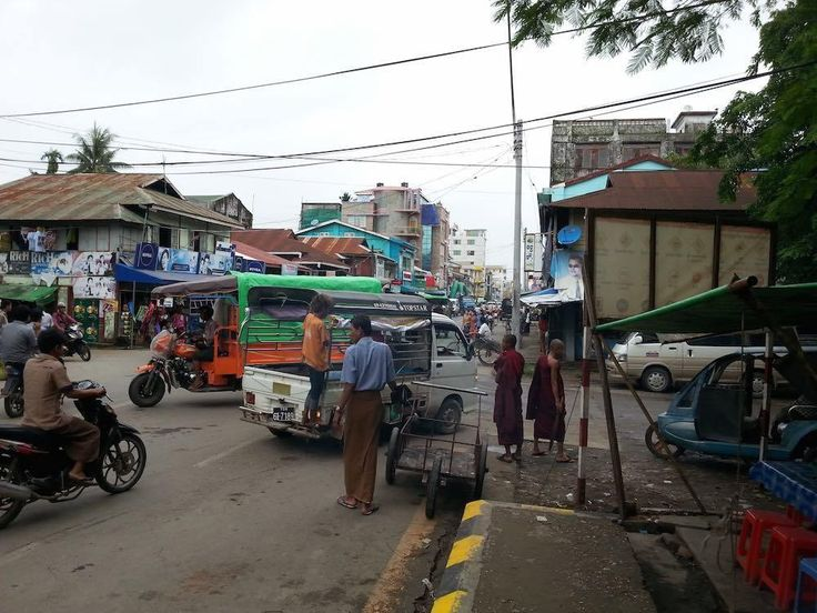 Menlu RI menuju Sittwe Rakhine State untuk menyampaikan bantuan dan meresmikan 2 sekolah  YANGOON (Arrahmah.com) - Setelah tiba di Yangon siang hari Jum'at (20/1/2017) Sabtu pagi ini (21/1) Menlu RI Retno Marsudi menuju Sittwe Rakhine State. Kunjungan Menlu RI ke Myanmar ini merupakan yang ketiga sejak 2 bulan terakhir.  Di Sittwe Menlu RI akan menyampaikan bantuan kemanusiaan Indonesia berupa 10 kontainer makanan dan pakaian yang secara langsung telah dilepas Presiden Joko Widodo pada…