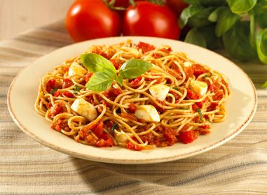 Impress your family with a new recipe that is a) delicious and b) easy to make! They will love this Spaghettini in Roasted Pepper and Bocconcini Sauce, because everybody likes #bocconcini! #pasta #recipe