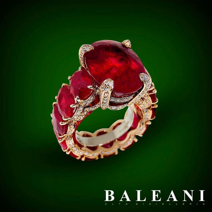 There's new creation in Baleani boutique. #EfestoRing #baleanialtagioielleria #ring #coral