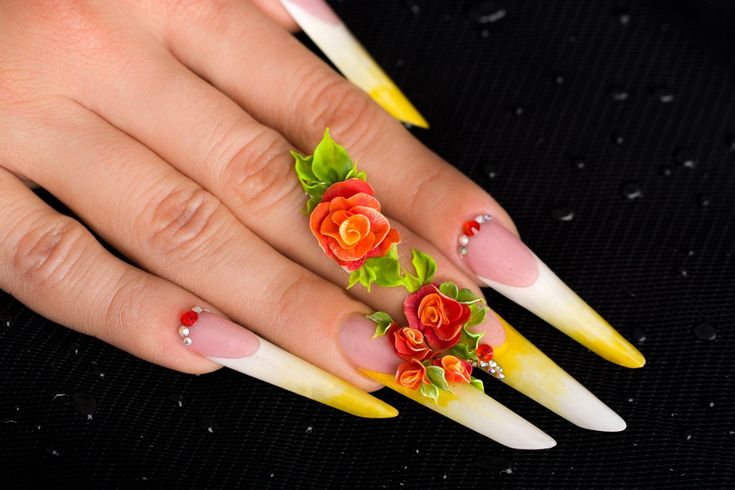 Russian almond shaped nails with acrylic flowers. Unghii in forma de migdala rusa decorate cu flori 3D din portelan.