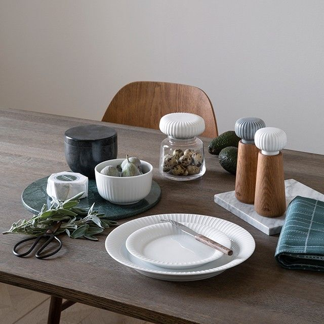 The elegant Hammershøi series is Kähler's first series using glass as a material - combined with ceramics.