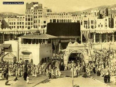 Structures in front of the Ka'bah
