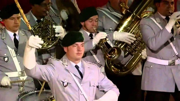 Heeresmusikkorps Neubrandenburg (ehemaliges Wehrbereichsmusikkorps 1 bzw. Heeresmusikkorps 14) Leitung: Major Alexandra Schütz-Knospe -- Québec City 2013 --